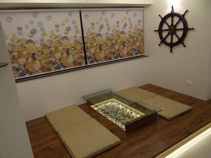 Rajeev Sapre Residence:  Living room by Nuvo Designs