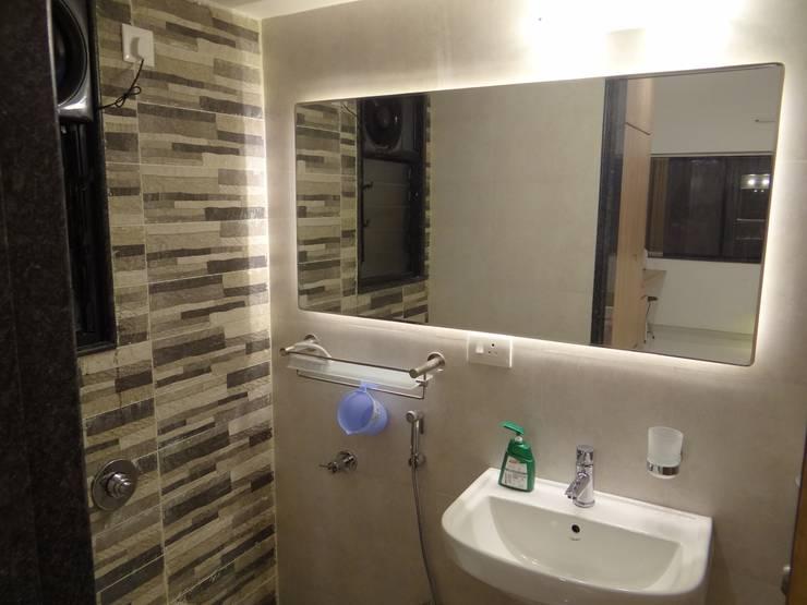 Rajeev Sapre Residence:  Bathroom by Nuvo Designs