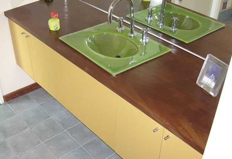 Baños Antonelli: Baños de estilo  por Antonelli Muebles,