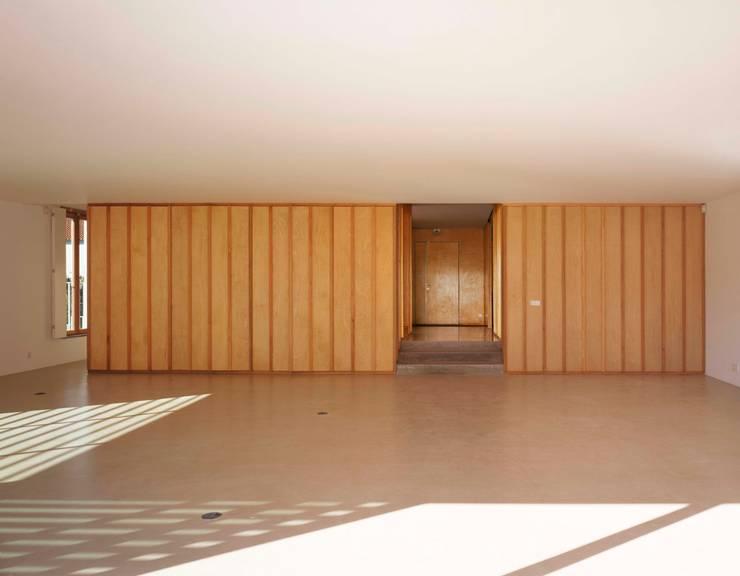 Casa HDM: Salas de estar modernas por SAMF Arquitectos