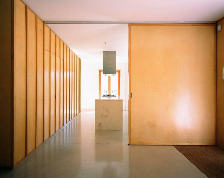 Casa HDM: Cozinhas  por SAMF Arquitectos