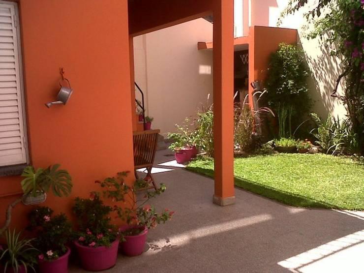 La Casa de Titi – Caballito: Jardines de estilo moderno por APPaisajismo