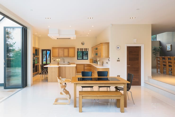 Princes Way:  Kitchen by Frost Architects Ltd