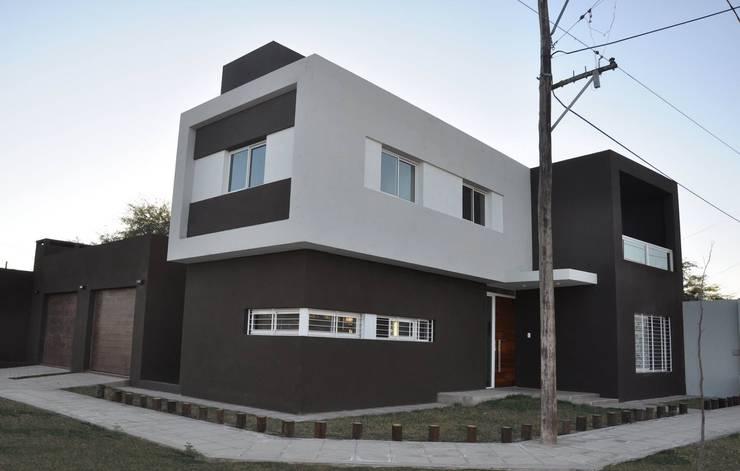 Casa B° Juramento: Casas de estilo  por Kawsay Arquitectura