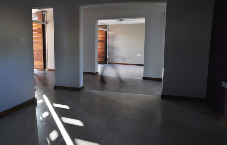 Casa B° Juramento: Livings de estilo  por Kawsay Arquitectura
