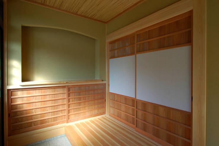 恒屋の家: 今村建築一級建築士事務所が手掛けた廊下 & 玄関です。