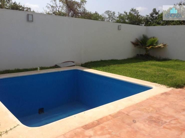 Mexico Norte: Albercas de estilo  por LEYCAZA SA DE CV