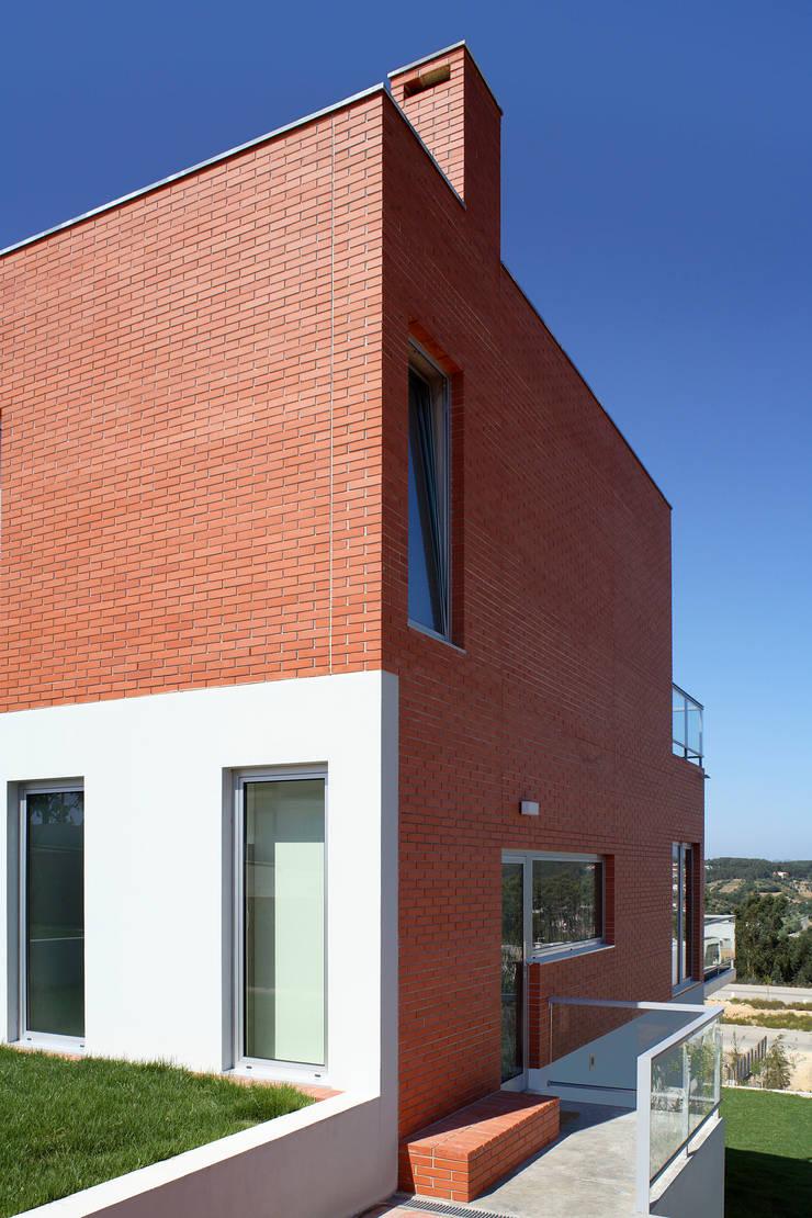 Casa Pinhal Verde : Casas  por SAMF Arquitectos