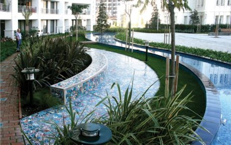 ANİKYA İZNİK ÇİNİ – SİNPAŞ İSTANBUL SARAYLARI / HALKALI - İSTANBUL: modern tarz Bahçe