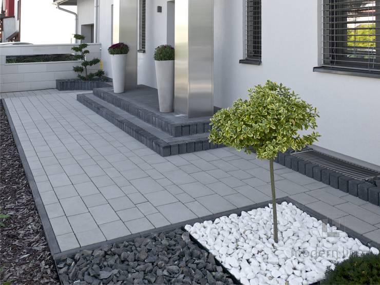 Kostka brukowa Design: styl , w kategorii Ogród zaprojektowany przez Modern Line