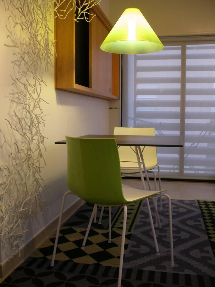 Apartamento LB: Cozinhas  por Space Invaders _ Arquitectura e Design