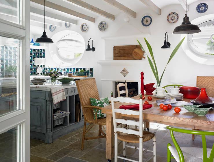 Cocinas de estilo moderno por Melian Randolph
