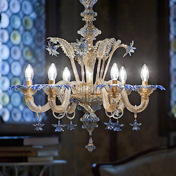 Lampadario classico blu e oro in vetro di Murano - DA PONTE: Sala da pranzo in stile  di YourMurano Lighting