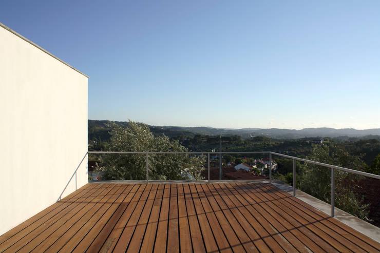 Casa Eira: Terraços  por SAMF Arquitectos