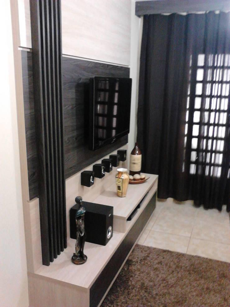 Closet Prestige: Salas de estar  por Prestige Móveis Planejados