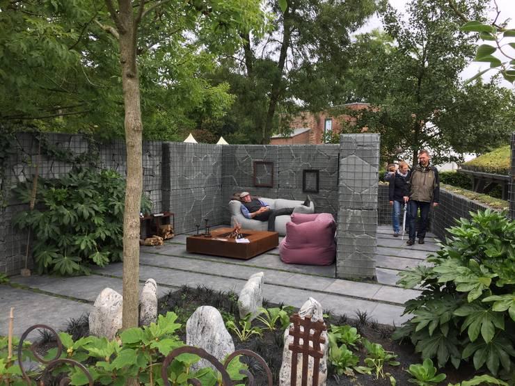 """MuGa"" Grugapark Essen : modern  door Woodzs.nl, Modern Metaal"