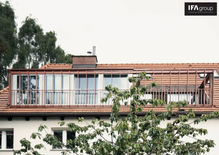 Przebudowa poddasza: styl , w kategorii Domy zaprojektowany przez IFA Kamil Domachowski,Nowoczesny