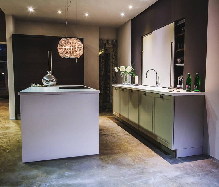 Kuchnia : styl , w kategorii Kuchnia zaprojektowany przez Mitmi Design,Industrialny