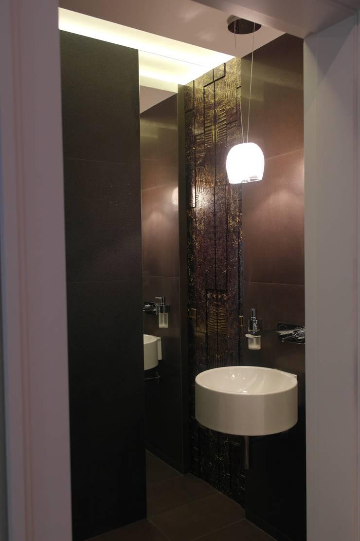 Mieszkanie : styl , w kategorii Łazienka zaprojektowany przez STUDIO PROJEKTOWE JOANNA WYSOCKA,