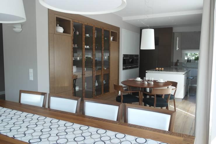 Mieszkanie : styl , w kategorii Jadalnia zaprojektowany przez STUDIO PROJEKTOWE JOANNA WYSOCKA,