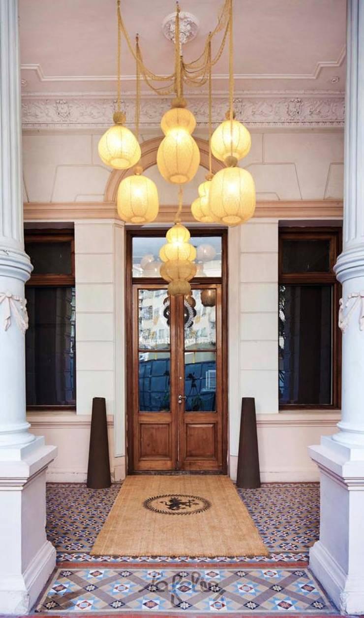 Colección Farola: Balcones y terrazas de estilo  por La Feliz