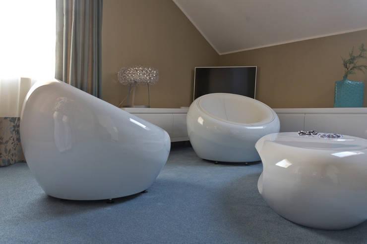 Dom w Gdyni: styl , w kategorii Salon zaprojektowany przez Grafick sp. z o. o.,Nowoczesny