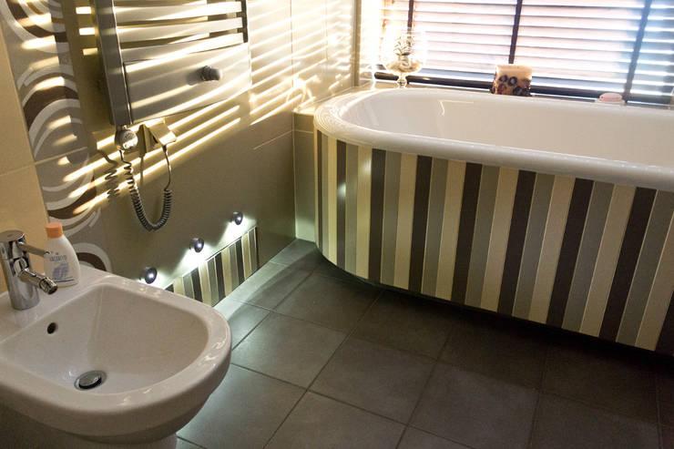 Dom w Gdyni: styl , w kategorii Łazienka zaprojektowany przez Grafick sp. z o. o.,Nowoczesny