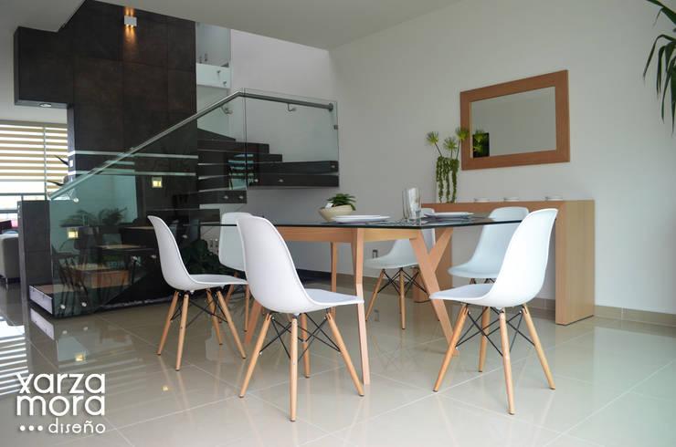 Casa muestra: Comedores de estilo  por Xarzamora Diseño