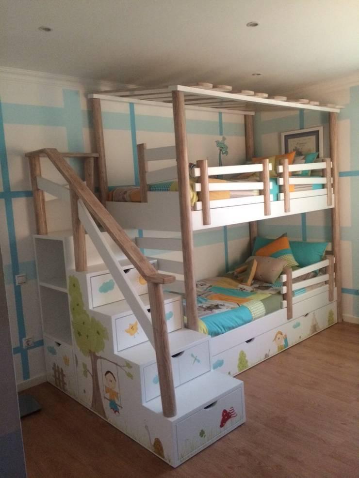Beliche Cabana com Escada Estante: Quarto de crianças  por Oficina Rústica (OFR Unipessoal Lda)