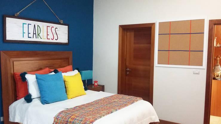 Corcho y Cuadro personalizado con frase FEARLESS:  de estilo  por LM decoración