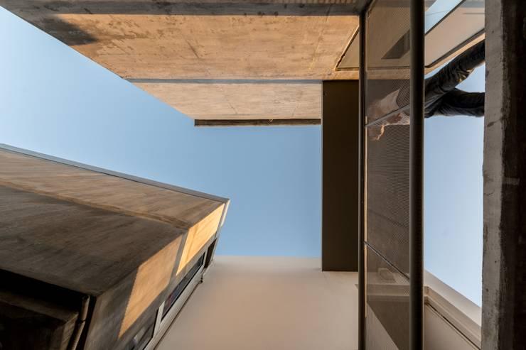 Projekty, nowoczesne Domy zaprojektowane przez barqs bisio arquitectos