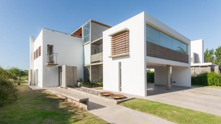 Casas  por barqs bisio arquitectos