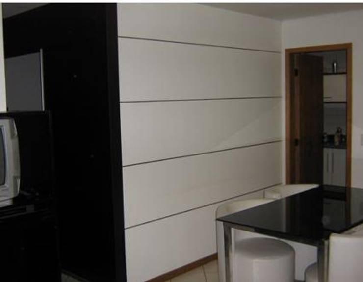 projeto: Salas de estar  por ARQUE ARQUITETURA & CONSTRUÇÃO SUSTENTÁVEL