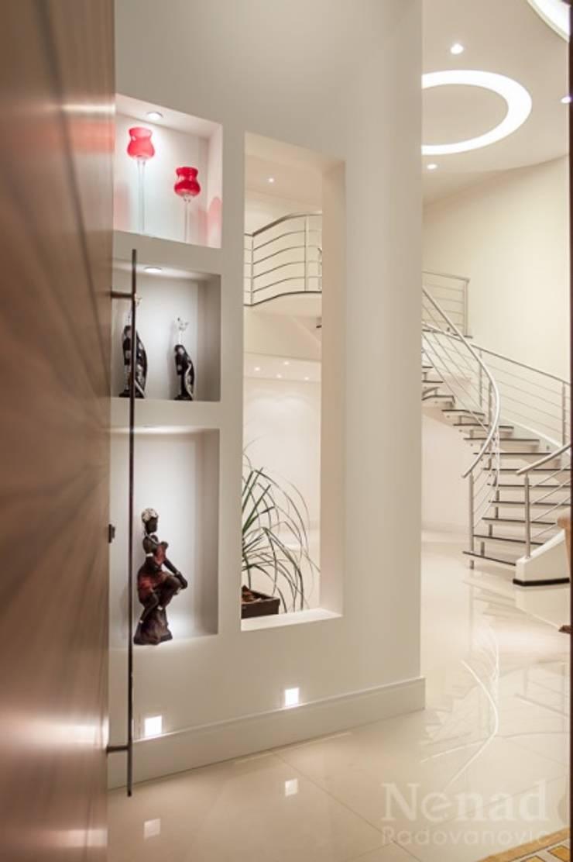 projeto: Corredores e halls de entrada  por Dani Sanabria Arquitetura e Interiores