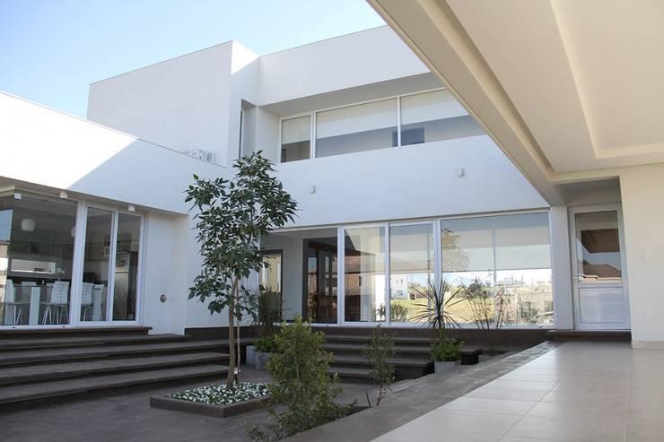 El corazón de la vivienda: Casas de estilo  por CB Design