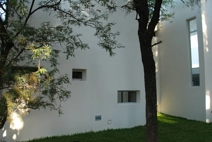 Vivienda en el Bosque: Casas de estilo moderno por FKB ARQUITECTOS