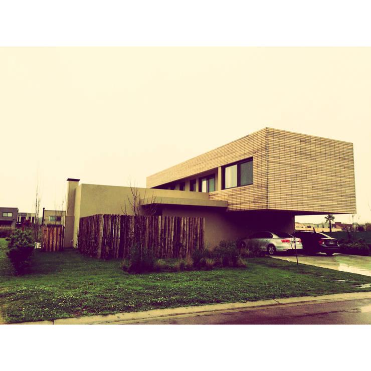 Vivienda Unifamiliar: Casas de estilo minimalista por detrymiguensarq