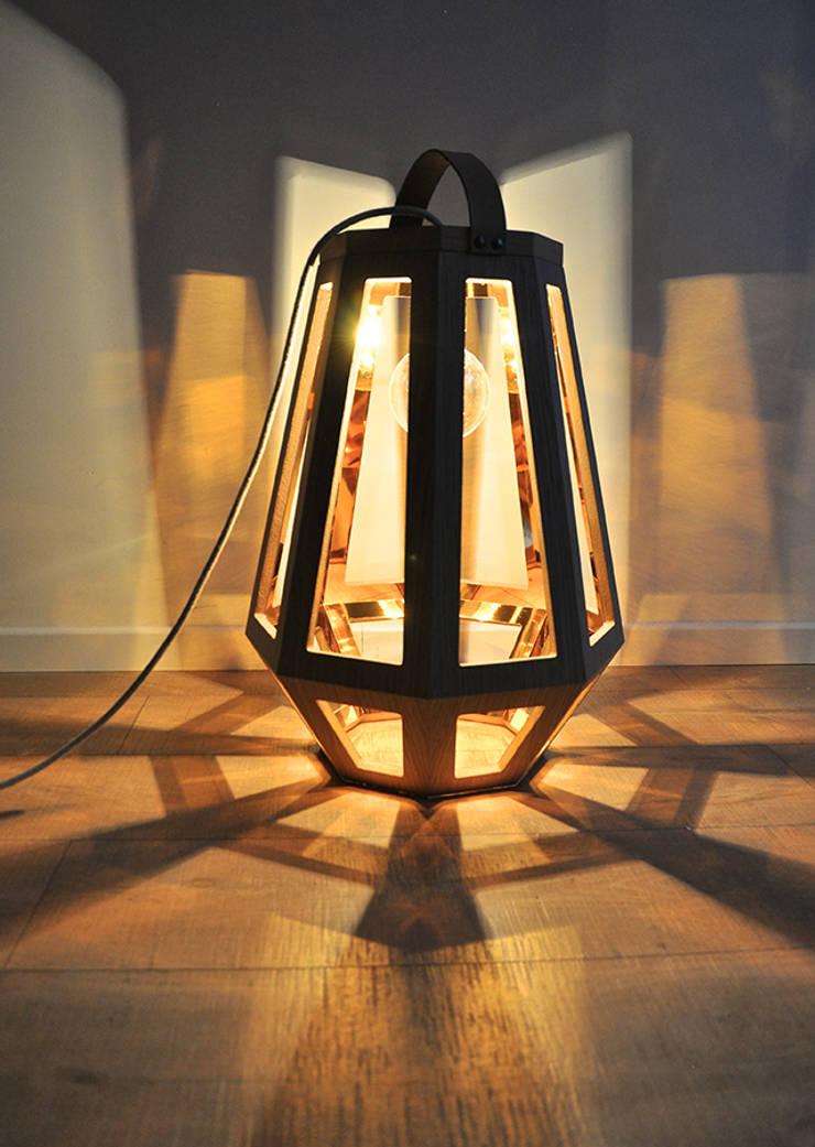 Lamp ZUID Medium:  Woonkamer door Çedille by Françoise Oostwegel