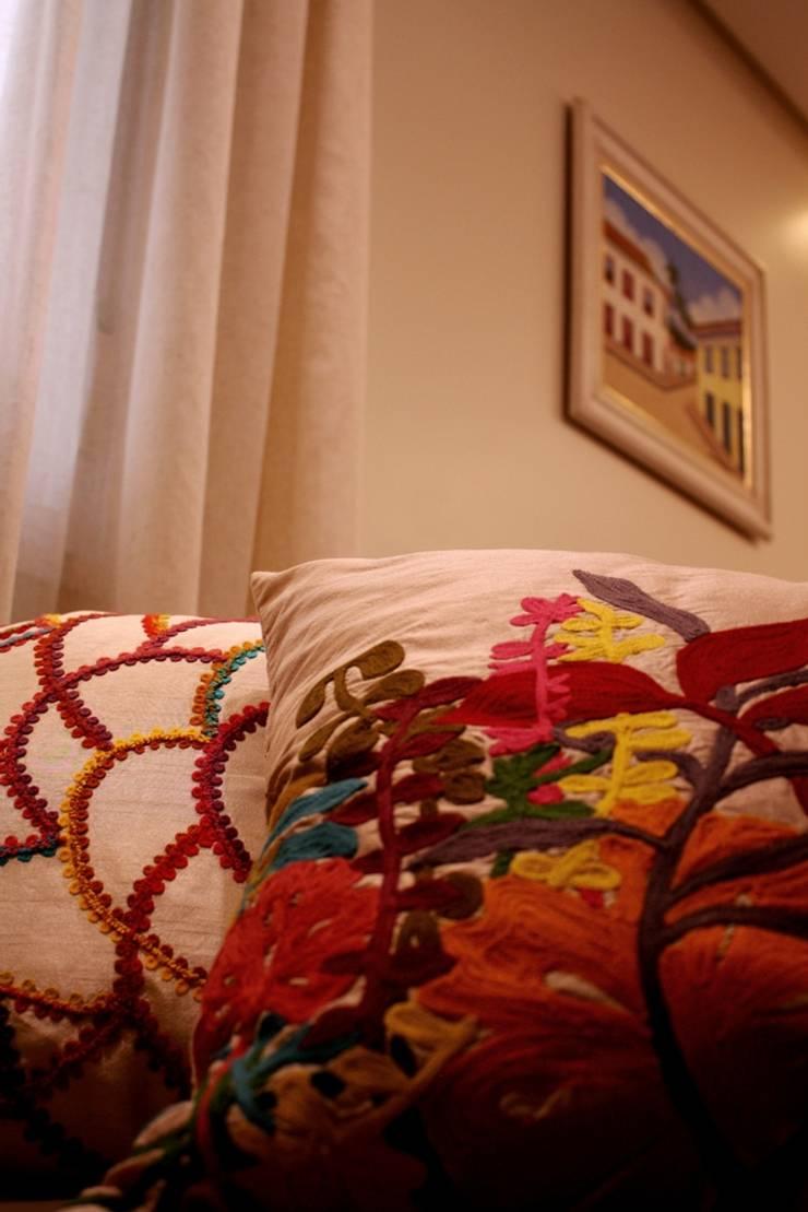 Apartamento Mansão Imperial: Sala de estar  por ArchDuo Arquitetura