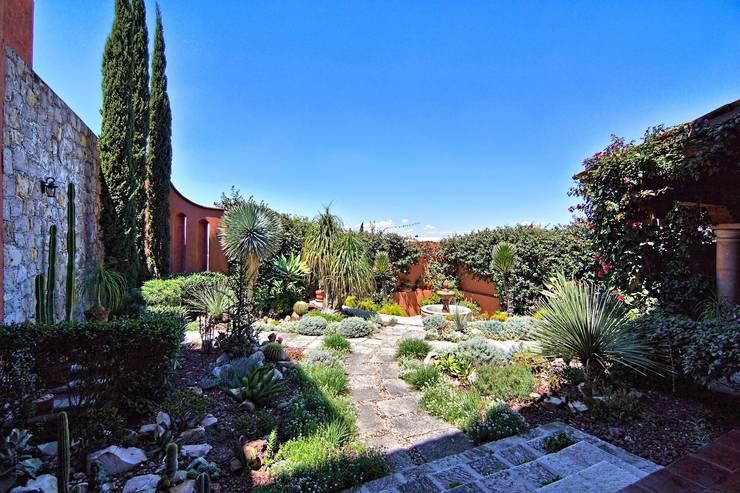 Casa Sancho: Jardines de estilo  por Terra