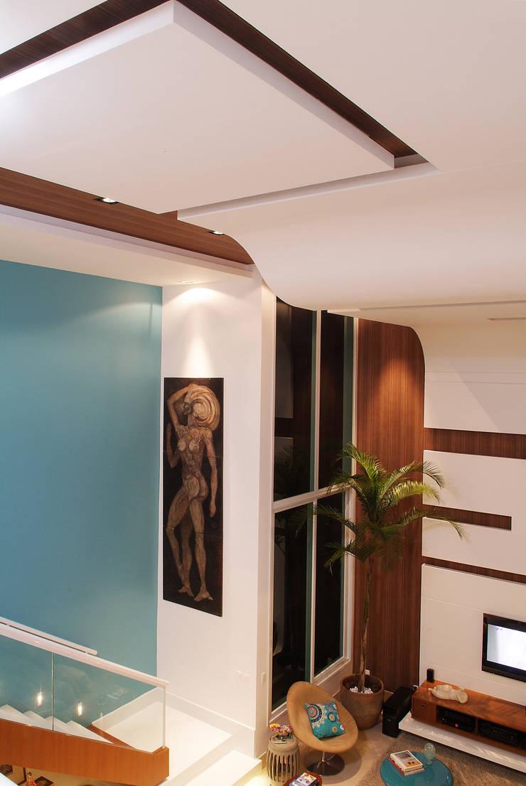 Casa Knittel: Paredes  por 360arquitetura,