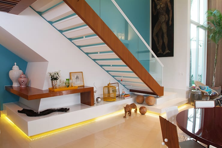 Casa Knittel: Corredores e halls de entrada  por 360arquitetura