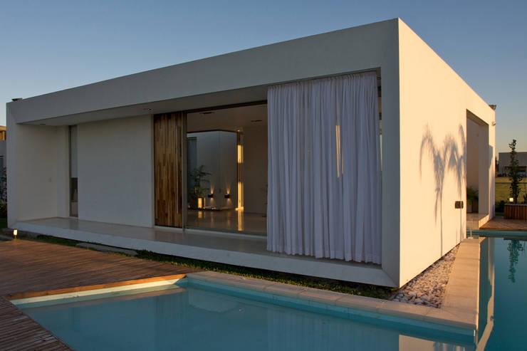 Casas de estilo moderno de VISMARACORSI ARQUITECTOS Moderno
