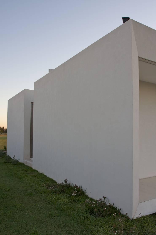 Дома в . Автор – VISMARACORSI ARQUITECTOS, Модерн