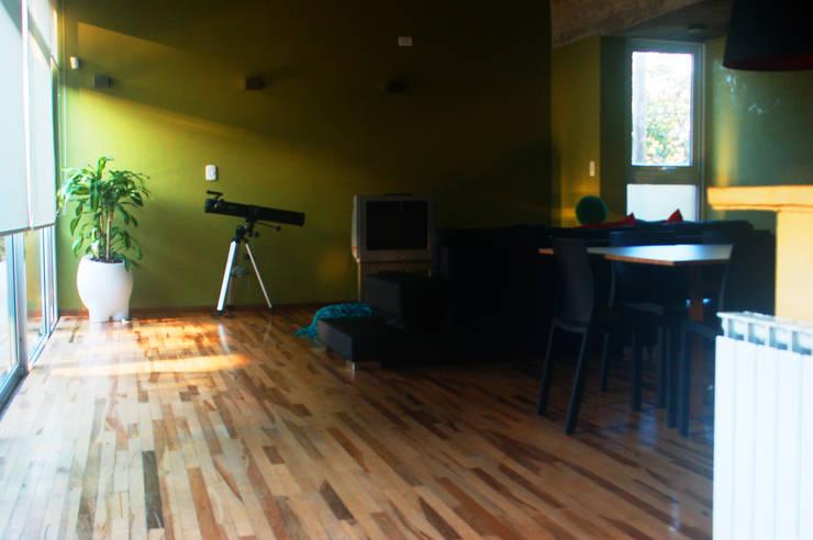 Casa Am 518 Livings modernos: Ideas, imágenes y decoración de Rr+a bureau de arquitectos - La Plata Moderno