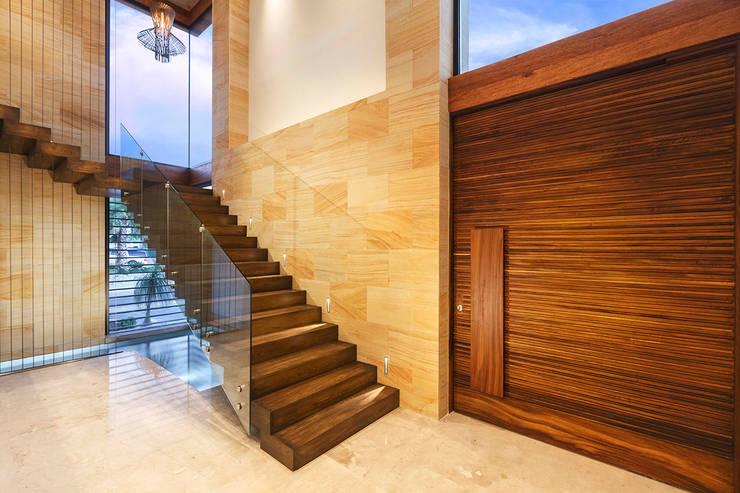 CASA CAR: Pasillos y recibidores de estilo  por Imativa Arquitectos