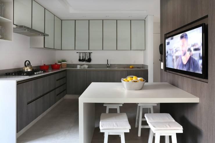 Кухни в . Автор – Mariana Orsi Fotografia ,