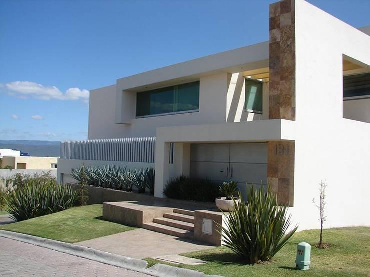 Casa Agave: Casas de estilo  por AD ARQUITECTOS