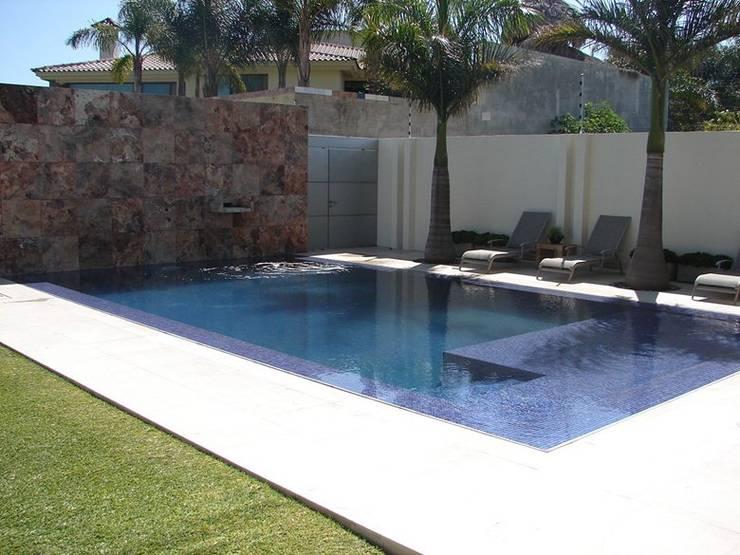 Casa Agave: Albercas de estilo  por AD ARQUITECTOS