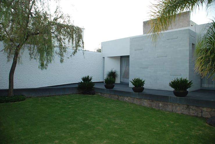 Casa Mtz.: Casas de estilo  por AD ARQUITECTOS